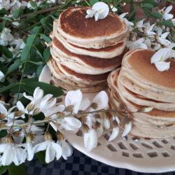 Pancakes Healthy Aux Fleurs d'Acacias et Graines de Chia