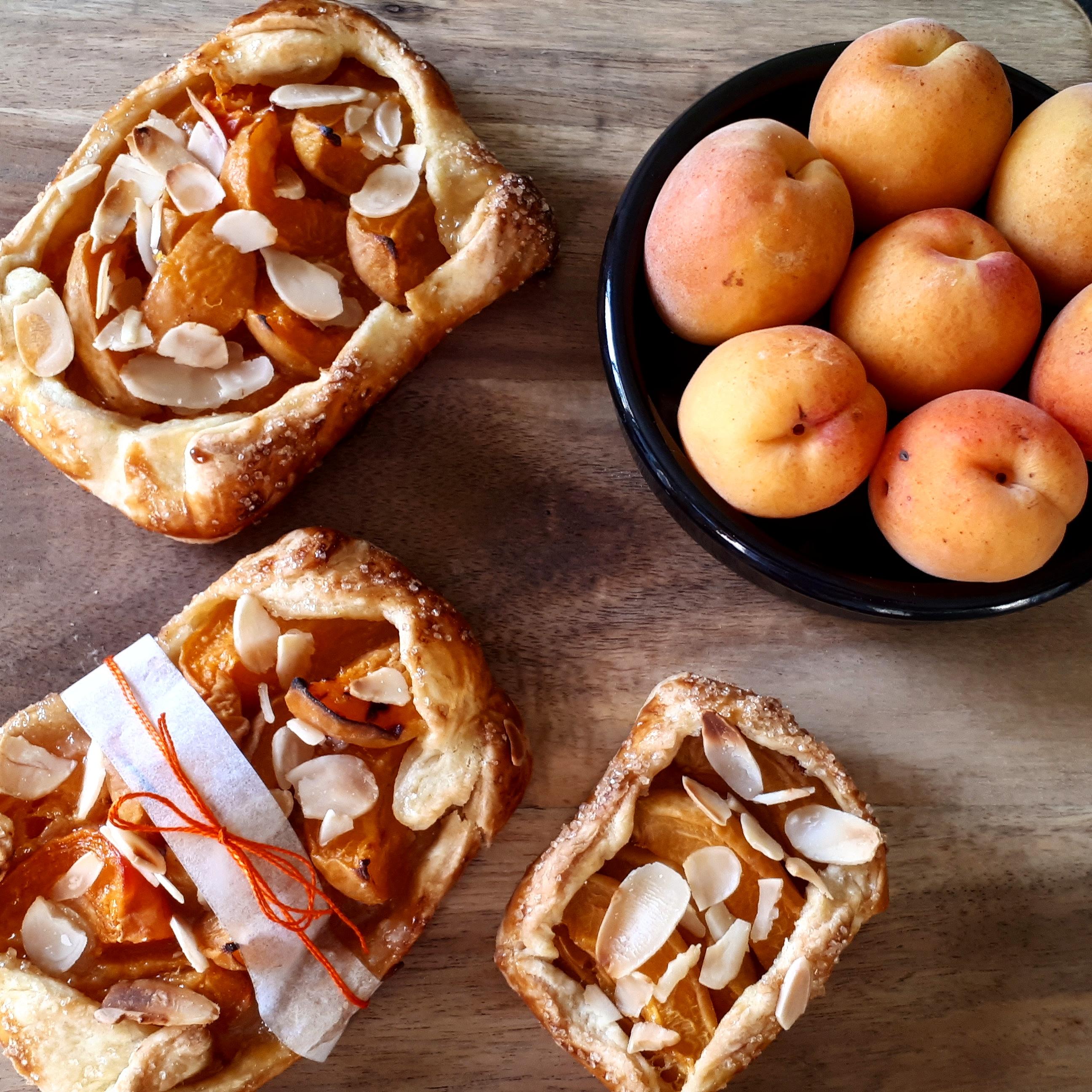 Tarte Rustique abricots amandes