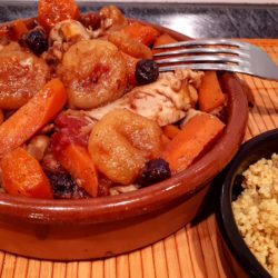 Tajine poulet abricots raisins secs