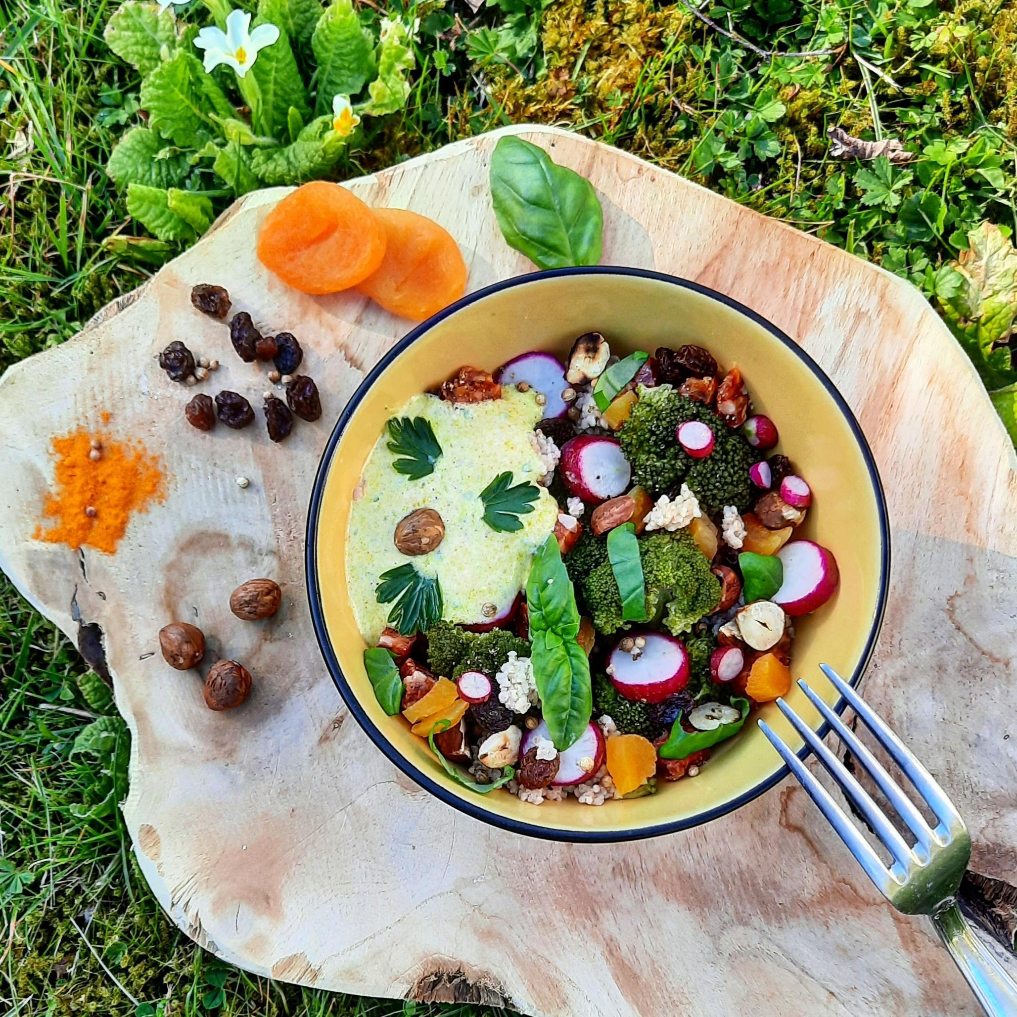 Bowl brocolis fruits secs